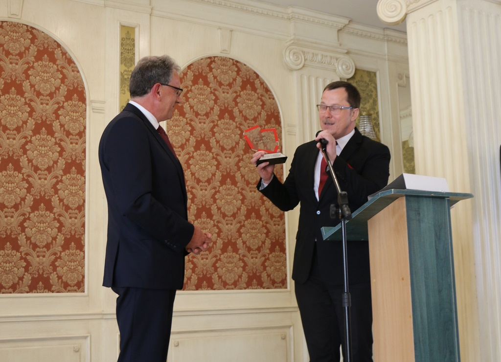 """Tytuł """"Samorządowca 20-lecia"""" Związku Powiatów Polskich przyznany staroście jarosławskiemu"""